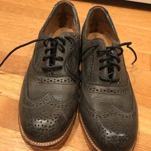 Super cute and comfy brogues in charcoal-y gray.